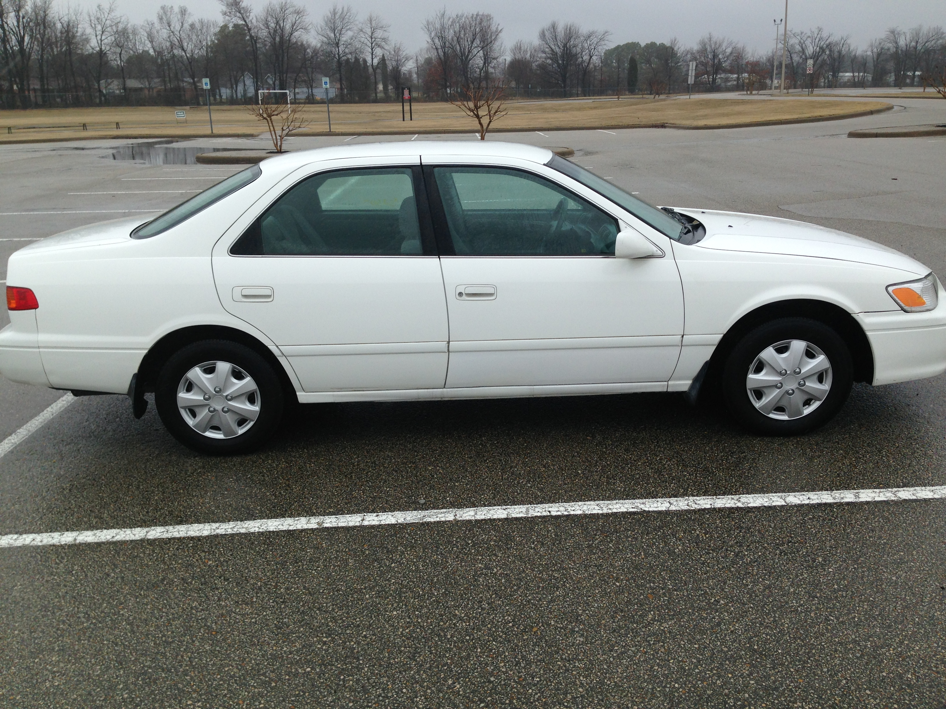 white 2000 toyota camry  sold